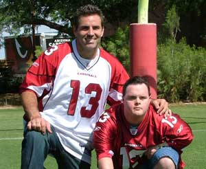 Kurt Warner Volunteer. Wikimedia Commons photo